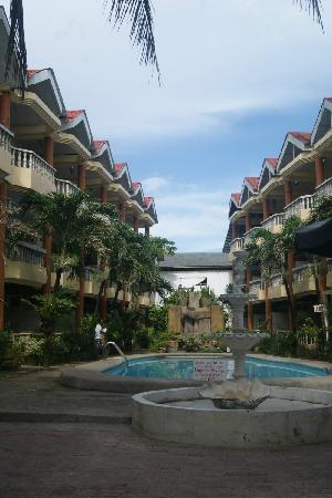 Boracay Peninsula Resort: 3 STAR ACCOMODATION, 5 STAR LOCATION