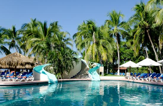 Sunscape Dorado Pacifico Ixtapa: pool slide for both kids and adults