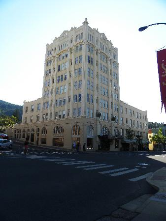 Ashland Springs Hotel: From across the street