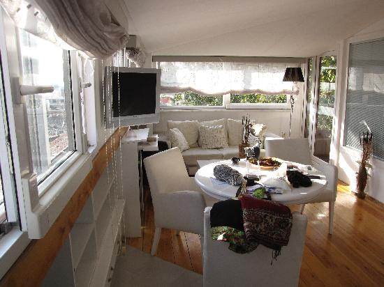 Rose Garden Suites Istanbul: Sitting area - great views