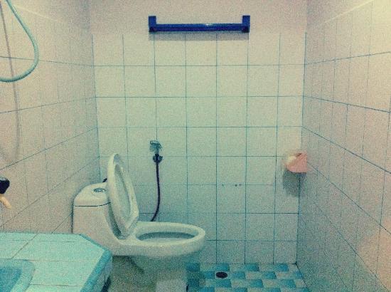 Pelangi Hotel : Bathroom