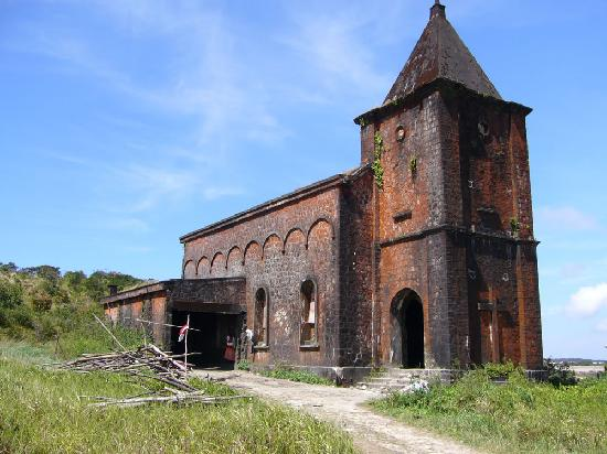 Bokor National Park : There are now people' squatting' inside this and other heritage building in the National Park