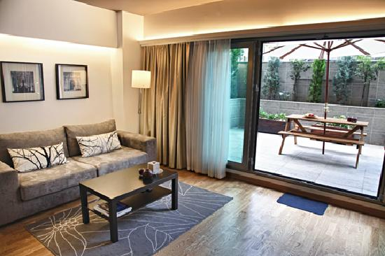 Chakra Suites: garden studio