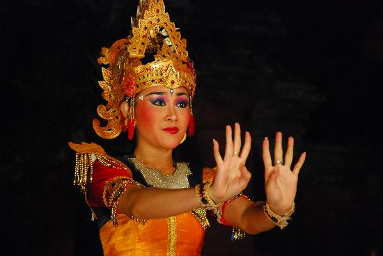Wayan Tours: Legong of Mahabharata at Ubud Palace