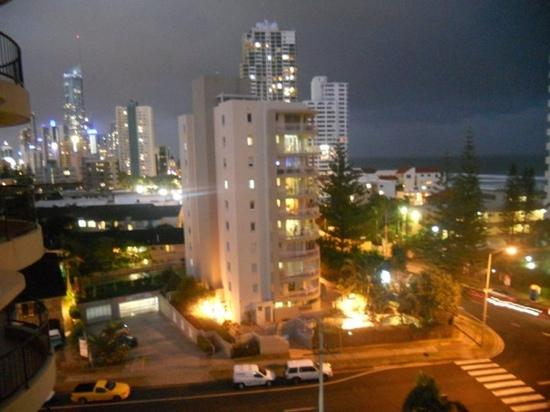 Warringa Surf Apartments: view from warringa balcony at night