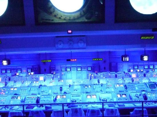 NASA GSFC Visitor Center: consolas de lanzamien to de la apollo 11
