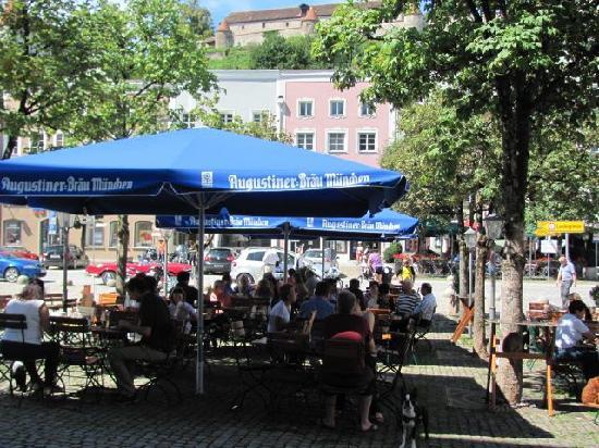 Augustiner am Stadtplatz: outdoor seating