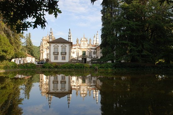 Vila Real, โปรตุเกส: Front view - reflection pool