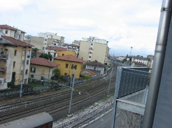 Residence le Corniole Aparthotel: Panoramica sui binari