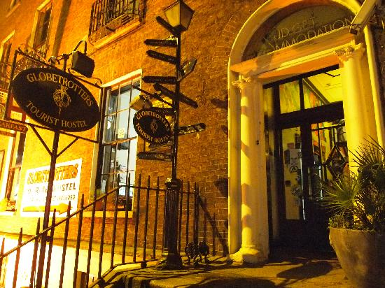 Globetrotters Tourist Hostel: Entrance