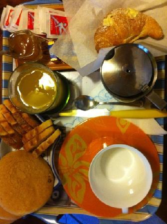 Piazza Garibaldi B&B : la colazione in camera