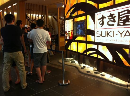 Suki-Ya : weekend lunch queue