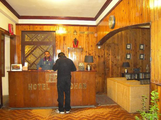 Hotel Pradhan: Hotel Reception
