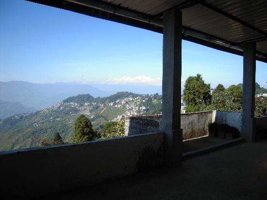 Hotel Pradhan: The lobby to view Kanchanjanga and Darjeeling Town