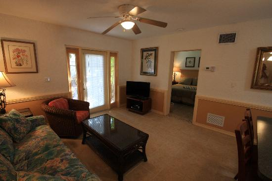 Sunrise Garden Resort: All of our units provide the comfort of your own home!