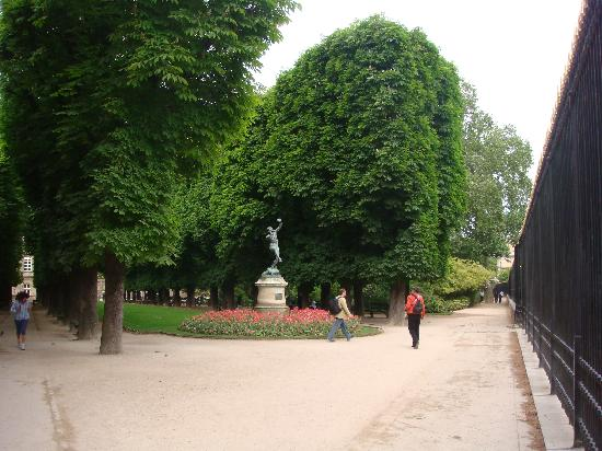 Luxembourg gardens picture of luxembourg gardens paris for Jardin du luxembourg hours
