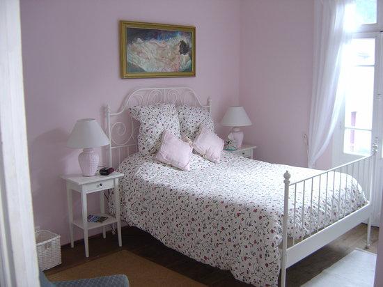 Aux Quatre Saisons: Chambre rose (Pink bedroom)
