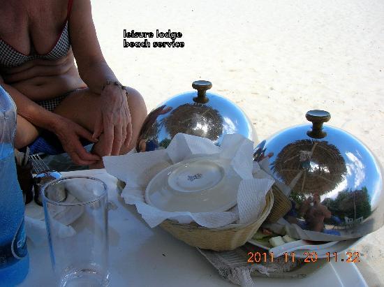 Leisure Lodge Beach and Golf Resort: déjeuner sur la plage