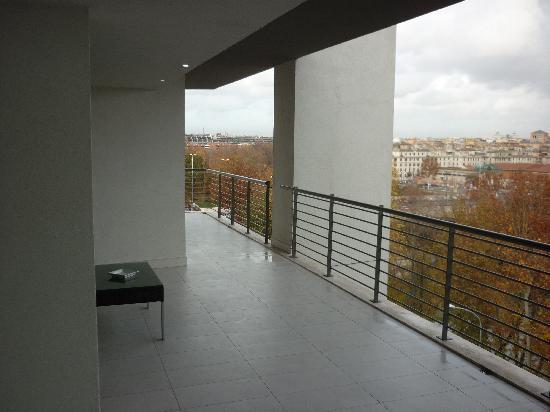Lungotevere Suite: terrazzo lungo il perimetro dell'appartamento