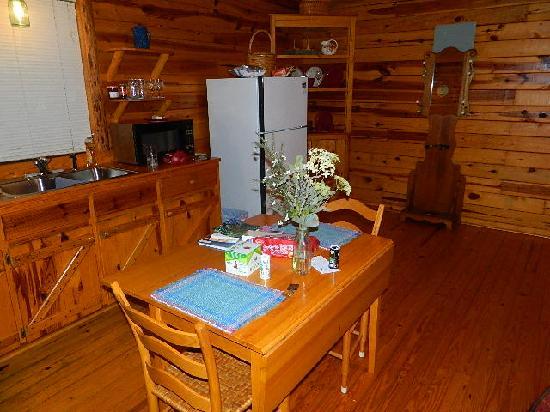 Silver Ridge Resort: Kitchen/Dining Area