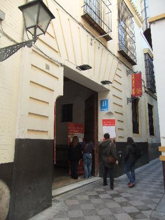 Hotel Alcantara: ホテルの外観
