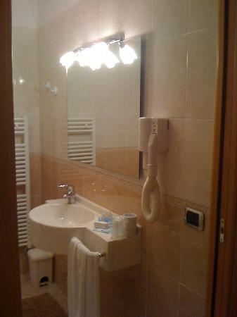 Hotel Sole: Bagno con Doccia comoda