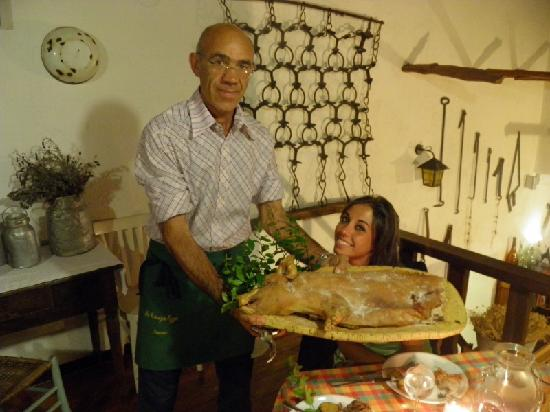 Sa Crescia Ezza: Il proprietario Nuccio col porceddu