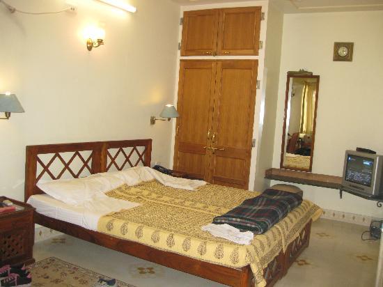 Om Niwas: room