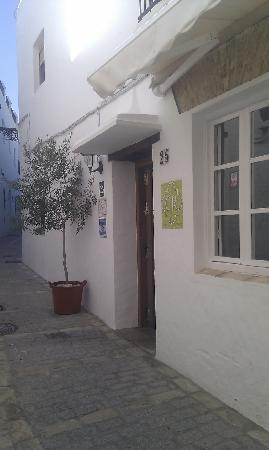 Casa Rural Leonor : Puerta de entrada al hotel
