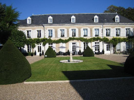 Hotel Le Manoir les Minimes: Courtyard