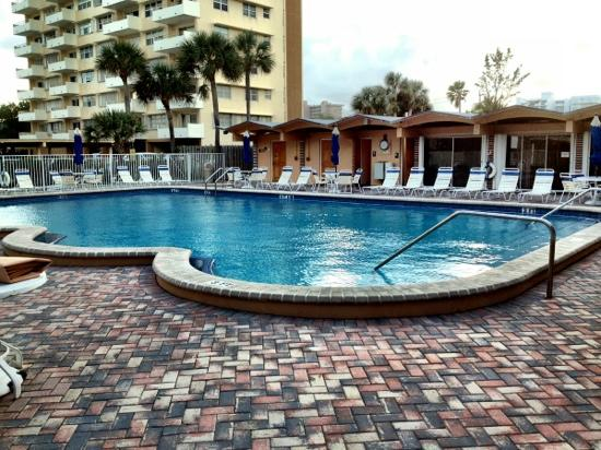 Canada House Beach Club: east building pool