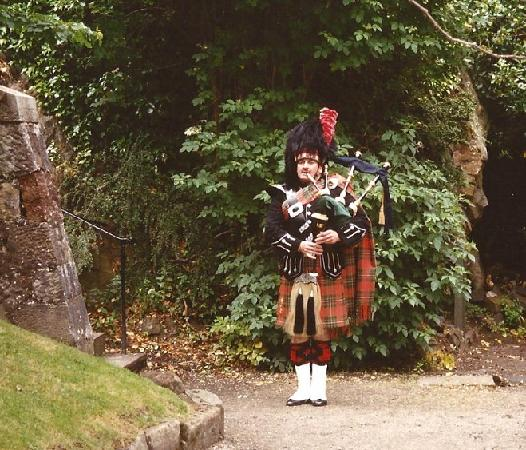 Go-Go Bus Private Day Tours: Scottish Piper