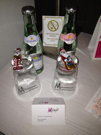 Hotel Mirabell: Free mineral water and chocolate Santas