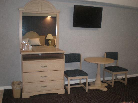 """Red Carpet Inn & Suites Smithville : 32"""" LCD HDTV"""