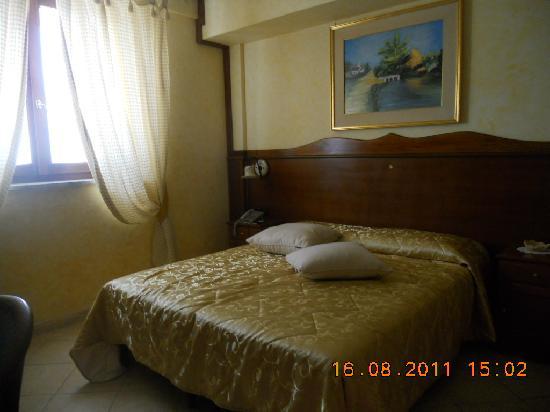 Costa del Monte: letto matrimoniale
