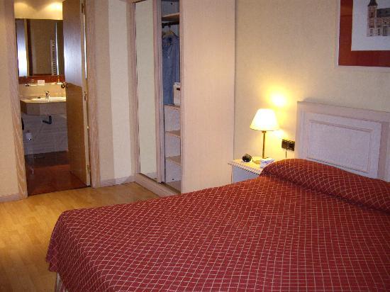 Senator Castellana Hotel: habitacion 323