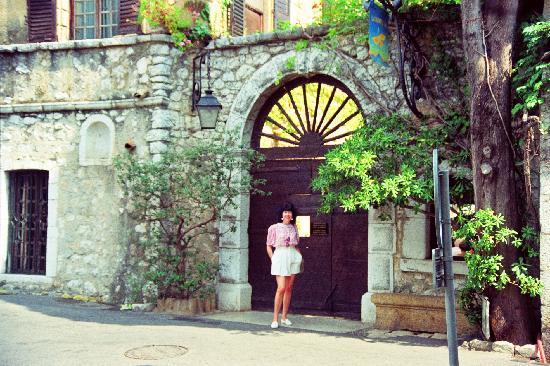 La Colombe D'Or: Famous Fanlight outside La Colombe d;Or