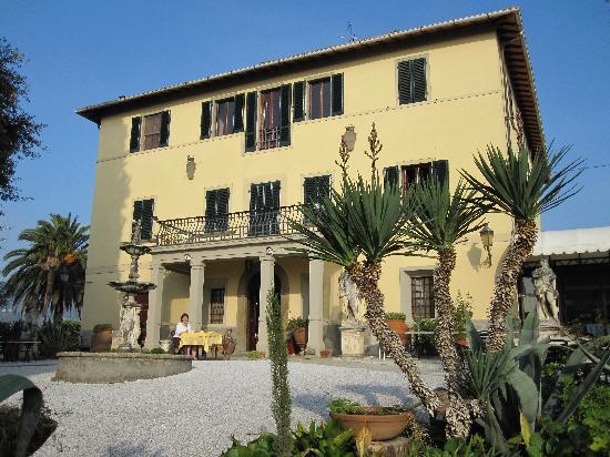 Villa Pasquini: Breakfast on the terrace - divine