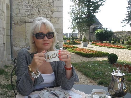 Hotel Manoir de Restigne : Breakfast on the patio