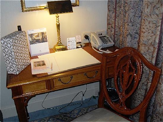 The Langham, Melbourne: desk by the bed!