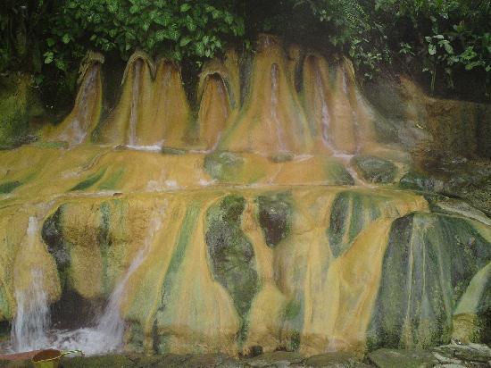 Baturaden, Indonesia: les 7 fontaines naturelles de pres