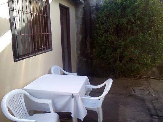 Hospedaje Dodero: table near kitchen for grubbin.