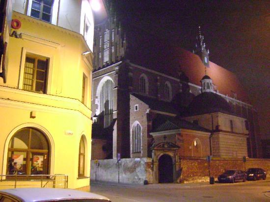 Aparthotel Miodosytnia: La Iglesia Corpus Christi en la esquina