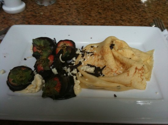 Creperie & Cafe: Strawberry and Chocolate Crepe