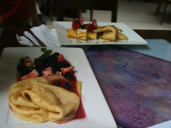 Creperie & Cafe: Beautiful Crepe of mixed berries
