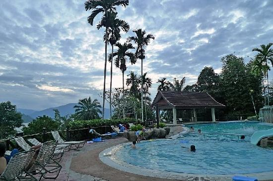 Kuala Berang, Μαλαισία: double deck pool with brilliant views