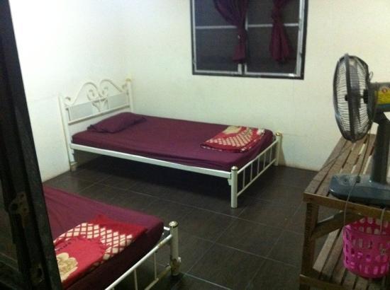 The Farang Bar: 200 B guest room.