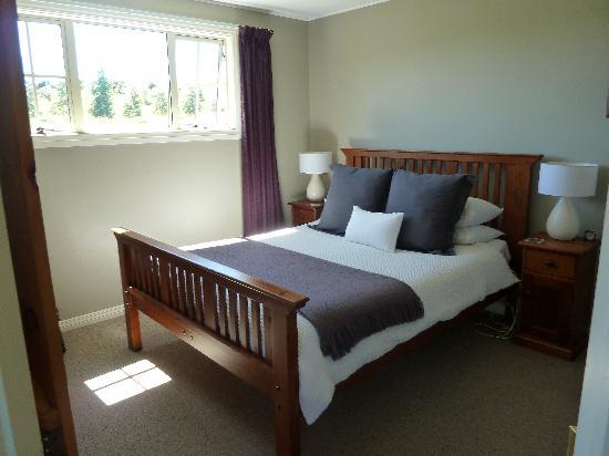 Blue Thistle Cottages: Bedroom
