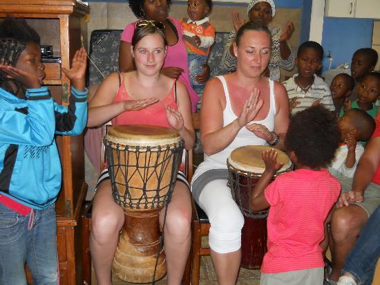 Κνούσνα, Νότια Αφρική: Drumming with Emzini