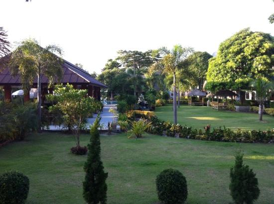 Pilanta Spa Resort: breakfast area and garden